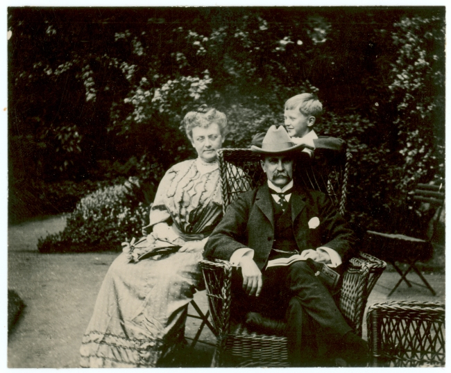 Russel, Colin Kerr. Osler family at 7 Norham Gardens, Oxford. ca. June 1905.