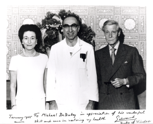 Debakey, in a doctor's coat stands between the Duke and Duchess of Windsor.